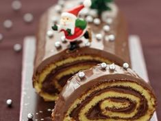Recette bûche de noël au nutella® par La : Une recette proposée par nutella® - going to try to make this without translating the page. we'll see how my French holds up! Christmas Log Recipes, Christmas Cooking, Christmas Desserts, Christmas Treats, Noel Christmas, Nutella Muffins, Nutella Cake, Yule Log Cake, Cake Recipes