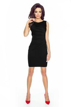 Czarna elegancka sukienka do pracy