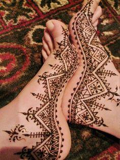 henna for foots Henna Arm, Henna Body Art, Hand Henna, Henna Feet, Wedding Henna, Bridal Henna, Wedding Decor, Small Henna Tattoos, Body Art Tattoos