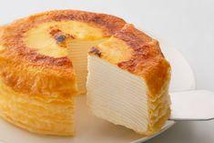 いくつもの生地とクリームの層が重なり合い、断面が美しいミルクレープ。子どもから年配の方まで幅広い人気があるスイーツですが、実は日本発祥なんですよ。今回、その生みの親が監修するミルクレープがお取り寄せできるようになりました。 Crepe Cake, Cheese Bread, Crepes, Camembert Cheese, Tea Time, Sweet Tooth, Bakery, Cheesecake, Food And Drink