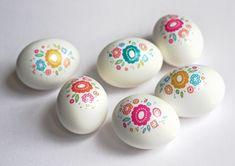 DIY Easter egg decorating ideas using decals   Jessica Jones Design