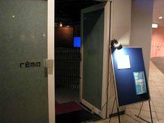 何かライヴをやるような雰囲気だったが、マニアしか居てなさそう・・・  2004年9月11日撮影    The shop is doing a live atmosphere was like something. But it was like for mania.  September 11, 2004 shooting.