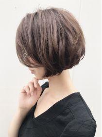 ルーファス(Ruufus) 前下がりの丸み大人ボブ【Ruufus恵比寿渋谷】 Short Hair With Layers, Short Hair Cuts, Short Hairstyles For Women, Cool Hairstyles, Asian Bob Haircut, Kinds Of Haircut, Hair 2018, Shoulder Length Hair, Hair Trends