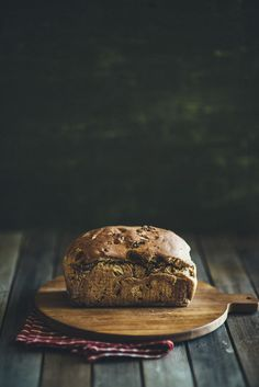 Fig and walnut bread. Perfect for a little weekend bread making. Makes great toast too. Fig Bread, Bread Bun, Fig Recipes, Bread Recipes, Fresh Bread, Sweet Bread, Baking Tins, Bread Baking, Walnut Bread Recipe