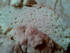 Találkoztam már nem egyszer a dagasztás nélküli kenyérrel különböző blogokon, de megmondom őszintén, az hogy valamit nem kell dagasztani önmagában...