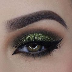 Brown Smokey Eye + Green Glitter #greeneyemakeup