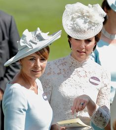 Catherine, Duchess of Cambridge and her mother Carole Middleton attend day 1 of Royal Ascot at Ascot Racecourse on June 2017 in Ascot, England. Get premium, high resolution news photos at Getty Images Carole Middleton, Kate Middleton Ring, Kate Middleton Pictures, Middleton Family, Prince And Princess, Princess Kate, Princess Style, Jean Paul Gaultier, Hugo Boss