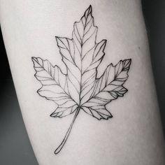 """Gefällt 128 Mal, 2 Kommentare - Frauke Katze (@fraukekatze) auf Instagram: """"Details.  #mapleleaf #mapleleaftattoo #fraukekatze #fraukekatzetattoo  #tattoohamburg #botanical…"""""""