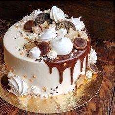 3,486 отметок «Нравится», 19 комментариев —  ДОМАШНИЕ торты и пирожные (@marisha_with_love) в Instagram: «Торт для юного джентльмена с пожеланиями счастья  А внутри Лимонно- клубничный торт»