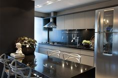 Cozinha preta e cinza