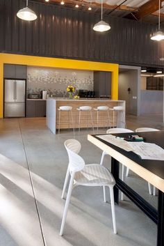 19 Amazing Corporate Office Interior Design Concepts 19 Amazing Corporate Off… – Office Design 2020 Area Industrial, Industrial Office Design, Modern Office Design, Contemporary Office, Office Interior Design, Modern Kitchen Design, Kitchen Interior, Office Designs, Modern Offices