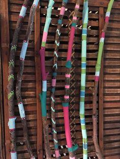 Palillos de madera pintados a mano. Viene con siete palos, Jarrón no incluido. Perfecto para una casa costera.