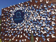 Día de la bandera Butterfly Party, Butterfly Wedding, Butterfly Flowers, Paper Flowers, Diy Backdrop, Backdrops, Classroom Decor, Flower Decorations, Artsy Fartsy