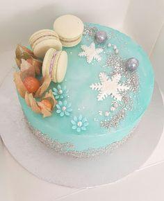 Purppurahelmi: Talvinen kreemikakku Kermit, Birthday Cake, Plates, Tableware, Desserts, Food, Decor, Licence Plates, Tailgate Desserts