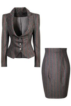Vivienne Westwood Suit - it should come with trousers. Love this jacket Este sastre yo lo tengo Office Fashion, Work Fashion, Fashion Outfits, Womens Fashion, Fashion Design, Business Attire, Business Fashion, Vivienne Westwood Suit, Suits For Women