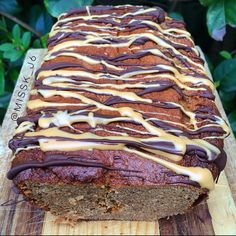 Healthy Peanut Butter Banana Protein Bread topped with more peanut butter and vegan chocolate!. www.misskkitchencreations.com Protein Bread, Protein Foods, Healthy Peanut Butter, Peanut Butter Banana, Healthy Desserts, Healthy Recipes, Protein Recipes, Healthy Meals, Vegan Baby