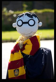 Crank Harry Potter by Mark-Crossfield, via Flickr Scarecrow Festival, Halloween Scarecrow, Halloween Party Costumes, Holidays Halloween, Halloween Themes, Scarecrow Ideas, Very Funny Pictures, Cute Puppy Pictures, Funny Photos