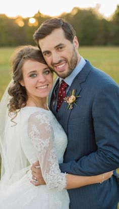 ' Newlywed Jinger Duggar Vuolo's Sisters Have Been Grilling Her About Starting a Family Wedding Photography Poses, Wedding Poses, Wedding Couples, Wedding Dresses, Bride Poses, Wedding Ideas, Wedding Details, Wedding Stuff, Duggar Girls