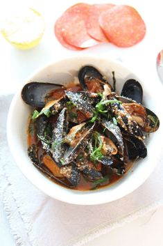 How To Make Pepperoni Pizza Mussels. This is a 15 minutes pizza seafood recipe that is so saucy yum. Grab pepperoni and shallots and sizzle in the pan with mussels, Parm and Italian herbs. Happy Cooking! www.ChopHappy.com #mussels #howtomakeMussles How To Make Pepperoni, Healthy Recipes, Top Recipes, Amazing Recipes, Pizza Flavors, Dinner Recipes Easy Quick, Fast Dinners, Seafood Dinner, Eat Pizza