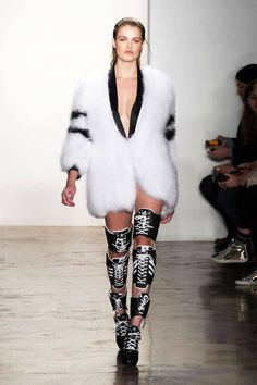 sport sport fashion Jeremy Scott Fall 2014 Ready-t Jeremy Scott, Style Haute Couture, Couture Fashion, Runway Fashion, Fashion Trends, Sport Fashion, Fashion Show, Fashion Outfits, Fashion Clothes