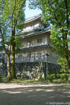 Chaque recoin du château de Toyama est propice à de belles photos pleine de verdure.