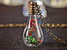 NATUR SYMPHONIE echtes Moos Blüten Flasche Kette von Schloss Klunkerstein Designer Schmuck Manufaktur & Armbanduhren für besondere Menschen. Naturschmuck, Trendschmuck, Geschenke und antike Raritäten! auf DaWanda.com