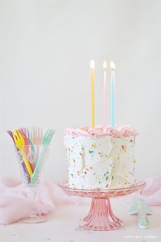 Buttermilk Birthday Cake, Buttermilk Cake Recipe, White Cake, White Velvet Cake, Sprinkle Cake The Effective Pictures We Offer You About vanilla Birthday Cake A quality picture can tell you many thing Pretty Cakes, Cute Cakes, Beautiful Cakes, Food Cakes, Cupcake Cakes, Cake Fondant, Bolo Tumblr, White Velvet Cakes, Buttermilk Cake Recipe