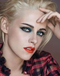 Get Kristen Stewart's magnetic look. #Chanelmakeup #FallWinter2017 #KristenStewart