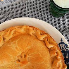 Noix tem cara de mocinha. Mais é cada Torta de Camarão que noix come. #pie #shrimppie #shrimp  @donamanteiga #donamanteiga #danusapenna #amanteigadas #escorreganamanteiga #gastronomia #food #dessert #pie www.donamanteiga.com.br