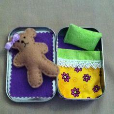 Sewing Teddy Bear Altoid Tin Teddy Bear Take and Play. This is the version I created. Cute Crafts, Felt Crafts, Crafts To Make, Sewing Crafts, Sewing Projects, Craft Projects, Sewing Kits, Mint Tins, Tin Art