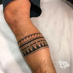 maori tattoos back Maori Tattoos, Leg Band Tattoos, Lower Leg Tattoos, Anklet Tattoos, Leg Tattoo Men, Tattoo Motive, Samoan Tattoo, Body Art Tattoos, Tribal Tattoos