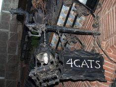 street sign of El 4 Gatos, Barcelona Barcelona Catalonia, Antoni Gaudi, Street Lamp, My Land, Street Signs, Wanderlust Travel, Cat Love, Where To Go, Lovers Art