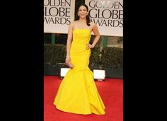 Paula Patton beautifully bright in yellow. {Monique Lhullier| Golden Globes 2012}
