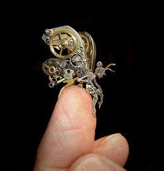 古い時計部品をリサイクルして作るスチームパンクな動物彫刻 (8)