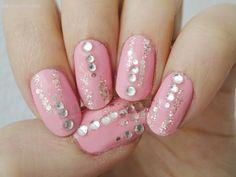 Ida-Marian kynnet / Light pink polish with glitter stripes and rhinestones / #Nails #Nailart
