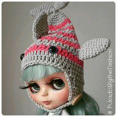 Kawaii Fish hat #blythe #blythehat #cute #kawaii #crochet https://www.etsy.com/listing/244174801/blythe-hat-kawaii-fish-stripes-ooak