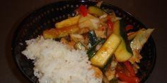 Lækker ret med saftig kylling, farverige grøntsager og en hjemmelavet sur-sød sauce.