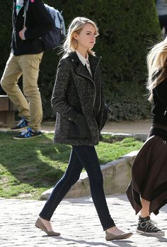 Emma Stone. Love the jacket, skinny jeans and beige flats.