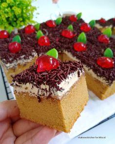 Gambar mungkin berisi: pencuci mulut dan makanan Cooking Cake, Cooking Recipes, Resep Cake, Classic Cake, Snack Box, Sponge Cake, Cake Cookies, Cake Recipes, Cheesecake