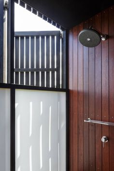 Image 18 of 18 from gallery of Castle Rock Beach House / Herbst Architects. Photograph by Herbst Architects Castle Rock, Bathroom Shower Doors, Bathroom Ideas, Architecture Awards, Landscape Architecture, House On The Rock, Tiny House, Luxury Shower, Shower Surround