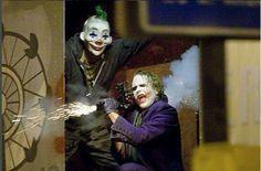 Heath Ledger as the joker my favourite scene from the dark knight movie, the 18 wheeler truck chase 😊 I love the joker Nightwing, Batgirl, Heath Legder, Heath Ledger Joker, Joker Dark Knight, The Dark Knight Trilogy, Der Joker, Joker Art, Batman Robin