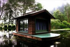 Floating tiny house.  I think the front there is a curtain/stage setup.  Critical for puttin-on-a-show. Small Living, Tiny House Living, Trailer Casa, Shanty Boat, Water House, Cabana, Floating House, Floating Raft, Small Places