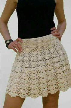 Today, I have a FREE crochet pattern for you! This roll is full of banana flavor. 28 Crochet Clothes That Will Make You Look Great Clothes S como coma aia em crochê Not-so-complicated-to-do crochet skirt Crochet Skirt Pattern, Crochet Skirts, Knit Skirt, Crochet Clothes, Lace Skirt, Crochet Patterns, Black Crochet Dress, Crochet Blouse, Crochet Lace