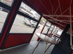 Wil je je terras ook gebruiken bij onaangenaam weer? Misschien inspireert dit project je? We leverden hier een (grote ;) #horeca #markies en mooie #windschermen/ #terrasschotten. Resultaat: heerlijk comfortabel #terras ook bij regen :) Restaurant, Image, Rain, Diner Restaurant, Restaurants, Dining