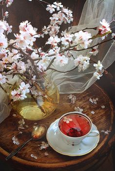 Cherry blossoms and Tea time. Using a well-loved and well used vintage wood tray for serving. Coffee Time, Tea Time, Tee Kunst, Café Chocolate, Thé Oolong, Pause Café, Cuppa Tea, Flower Tea, Foto Art