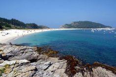 """Playa de Rodas considerada la mejor del mundo por el periódico británico """"The  Guardian"""", Isla Cíes, España."""