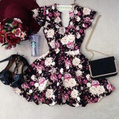 Vestido Manguinha  Clarice  Neoprene C/ BOJO FECHADO  nas costas( Estampa Flowers Luvre/ Fundo Preto)