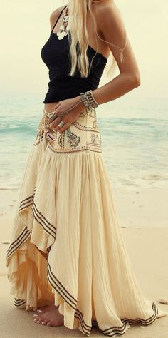 This skirt is beautifully simple. #BohoFashion