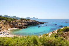 Cala Codolar, en Sant Josep, con el islote de Es Vedrà al fondo - Ibiza 5 Sentidos #Ibiza