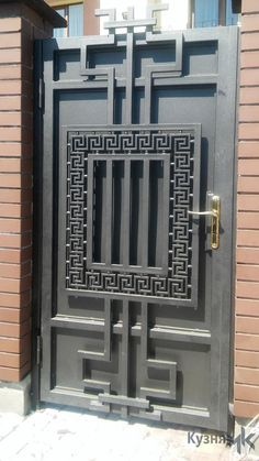 Iron Main Gate Design, Grill Gate Design, House Main Gates Design, Front Gate Design, Door Gate Design, Metal Gate Door, Wrought Iron Doors, Metal Gates, Balustrade Balcon